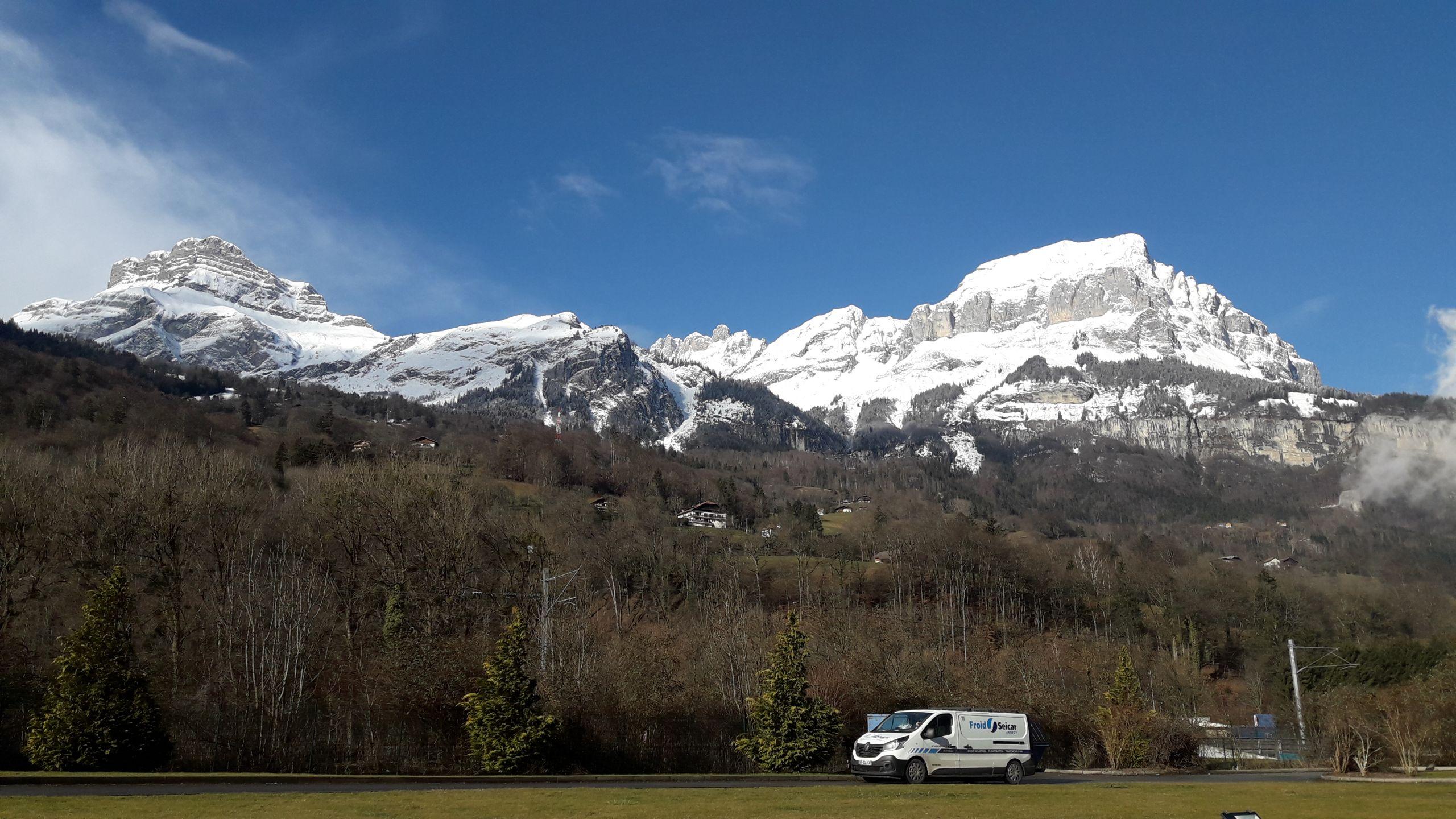 Camion seicar et montagne